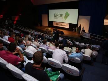 Nucleovet de Chapecó promove Simpósio Brasil Sul de Bovinocultura de Leite