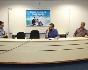Evento debateu a presença decães em praias em Florianópolis